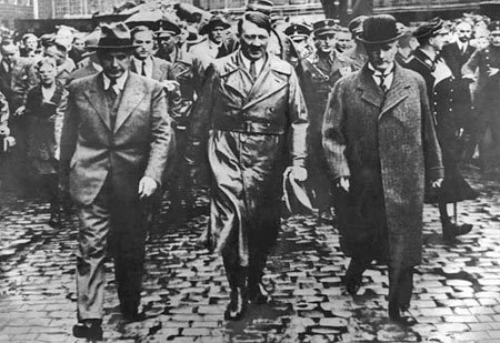 30 janvier 1933, Hitler porté au pouvoir par les magnats de l'industrie et de la finance ... Ob_e0710