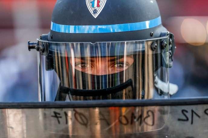 « Les violences policières découlent directement de la volonté des gouvernants d'annihiler toute contestation » Police15