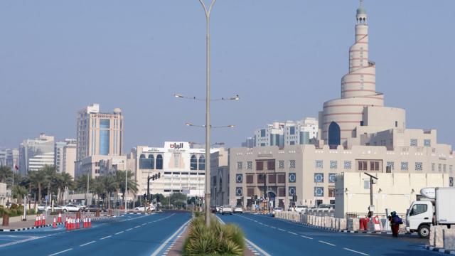 Le Qatar commence à installer des climatiseurs dans les rues Qatar_10