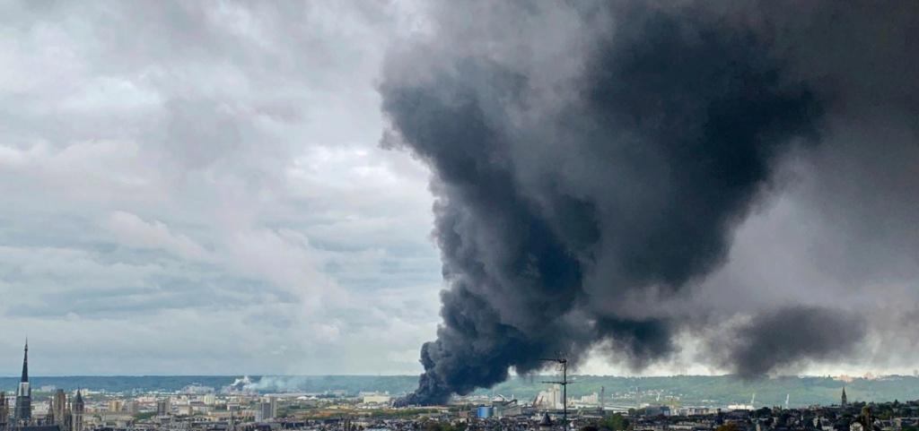Incendie d'une usine Seveso à Rouen: un polluant cancérigène était bien présent dans l'air Rouen_10