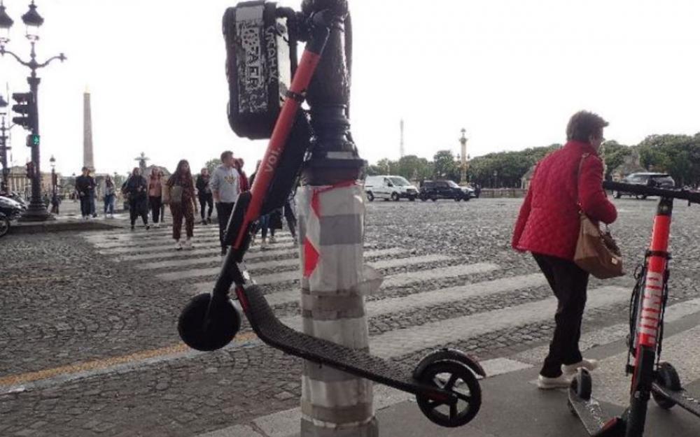 Paris menace d'interdire les trottinettes électriques Trot10