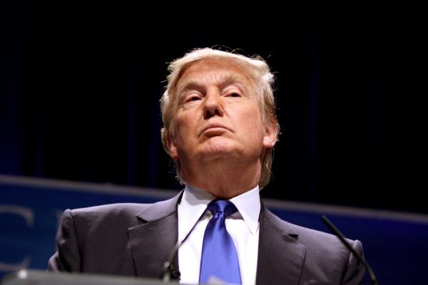 Donald Trump décrète la fin des normes antipollution Trump11