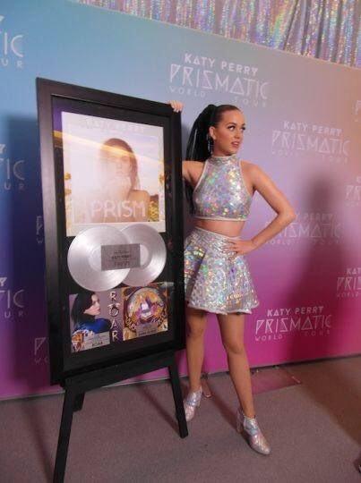 Katy Perry  - Σελίδα 16 Egqlcx10
