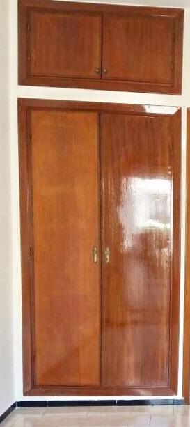 Déco chambre d'enfant avec placard bois verni Placar10