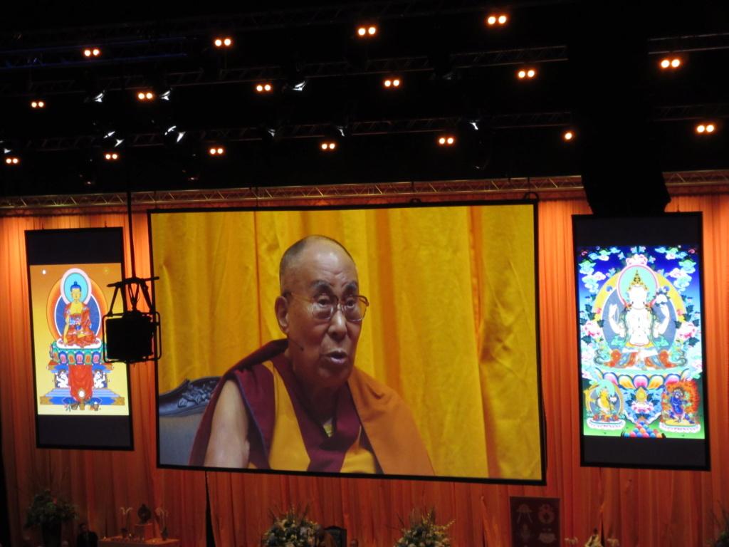 venue du Dalaï Lama à Rotterdam Img_3410