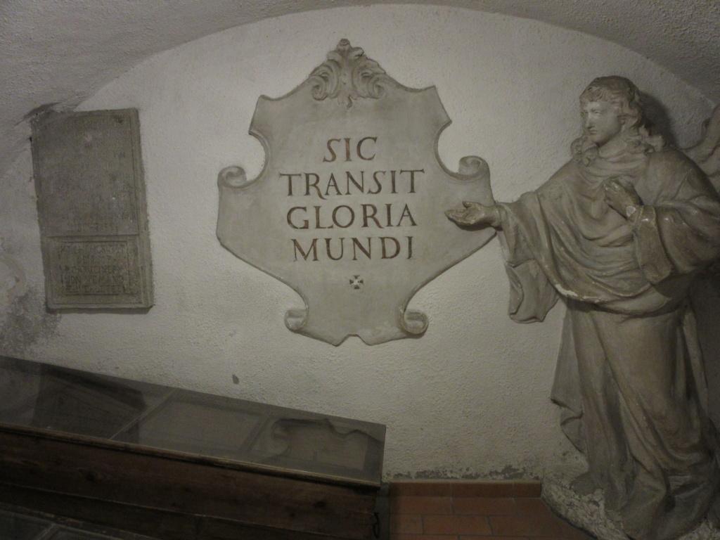 Dans la crypte des Capucins , à Brno ( Moravie) Red_0339