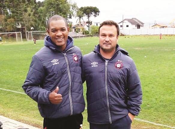 Técnicos da Esportiva fazem estágio no Athletico Paranaense Gjfyh10