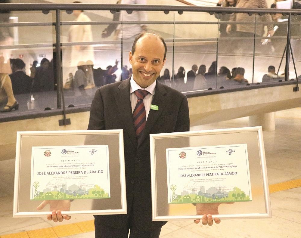 Aguaí recebe dois selos do Prefeito Empreendedor Prefei10