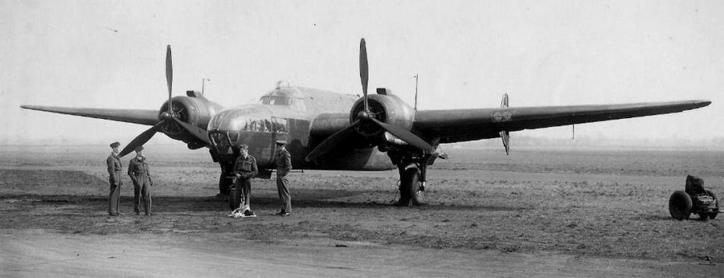 Armstrong Whitworth AW 41 ALBEMARLE 1/48 scratch en bois massif (Projet AA) : photos du modèle fini et historique de sa dernière mission. Emballage pour Expo des 4 & 5 septembre - Page 2 4118