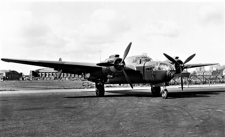 Armstrong Whitworth AW 41 ALBEMARLE 1/48 scratch en bois massif (Projet AA) : photos du modèle fini et historique de sa dernière mission. Emballage pour Expo des 4 & 5 septembre - Page 2 4310