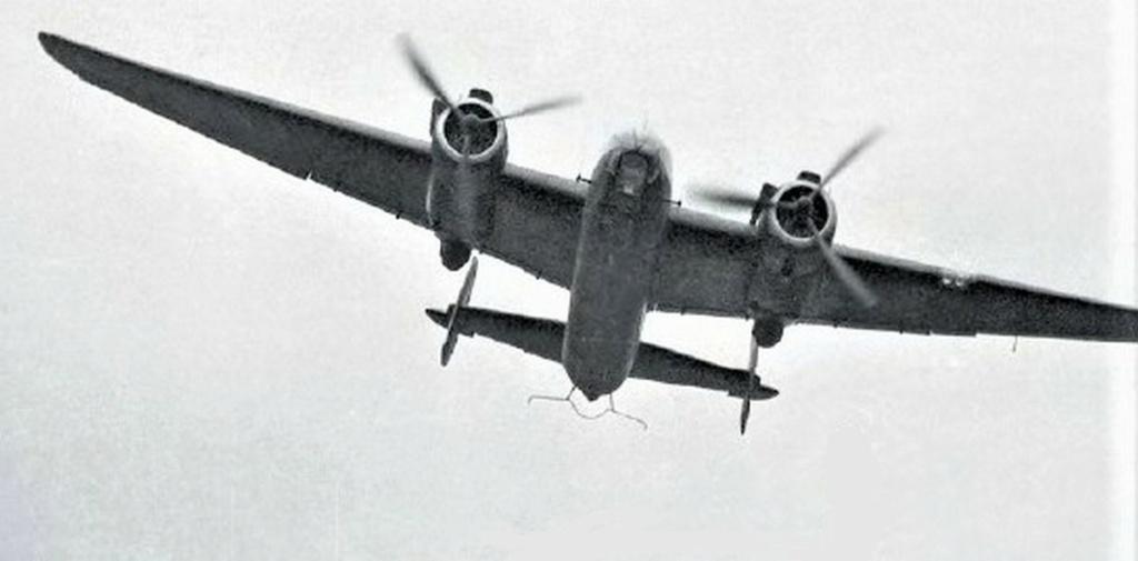 Armstrong Whitworth AW 41 ALBEMARLE 1/48 scratch en bois massif (Projet AA) : photos du modèle fini et historique de sa dernière mission. Emballage pour Expo des 4 & 5 septembre - Page 2 4917