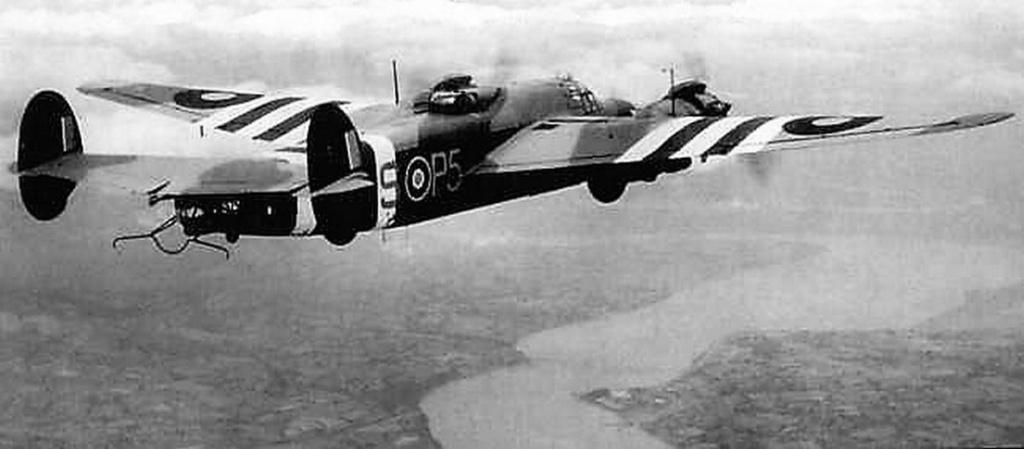 Armstrong Whitworth AW 41 ALBEMARLE 1/48 scratch en bois massif (Projet AA) : photos du modèle fini et historique de sa dernière mission. Emballage pour Expo des 4 & 5 septembre - Page 2 5117