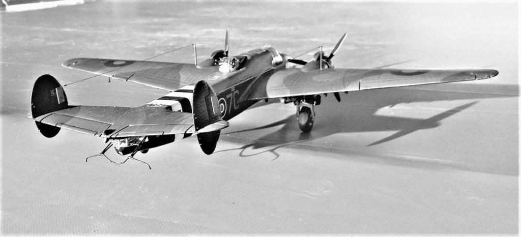 Armstrong Whitworth AW 41 ALBEMARLE 1/48 scratch en bois massif (Projet AA) : photos du modèle fini et historique de sa dernière mission. Emballage pour Expo des 4 & 5 septembre - Page 2 5217