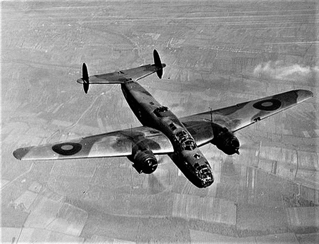 Armstrong Whitworth AW 41 ALBEMARLE 1/48 scratch en bois massif (Projet AA) : photos du modèle fini et historique de sa dernière mission. Emballage pour Expo des 4 & 5 septembre - Page 2 5719