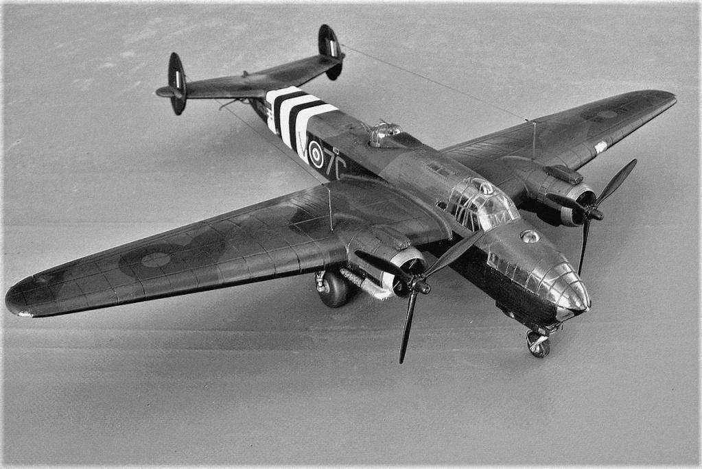 Armstrong Whitworth AW 41 ALBEMARLE 1/48 scratch en bois massif (Projet AA) : photos du modèle fini et historique de sa dernière mission. Emballage pour Expo des 4 & 5 septembre - Page 2 5817