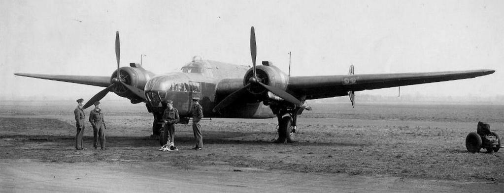 """Armstrong-Whitworth AW 41 """"ALBEMARLE"""" au 1/48 scratch en bois massif (Projet AA): Nacelles moteurs, puits de trains - Page 5 Albema11"""