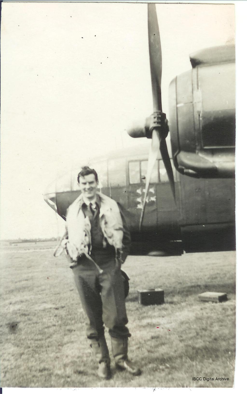 Armstrong Whitworth AW 41 ALBEMARLE 1/48 scratch en bois massif (Projet AA) : photos du modèle fini et historique de sa dernière mission. Emballage pour Expo des 4 & 5 septembre - Page 2 Pbarfo10