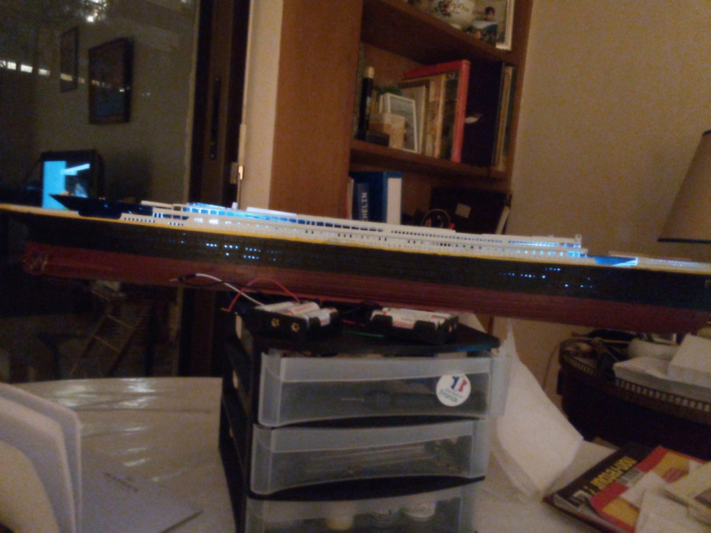 Construction du Titanic 1/400 chez Revell  Whatsa15