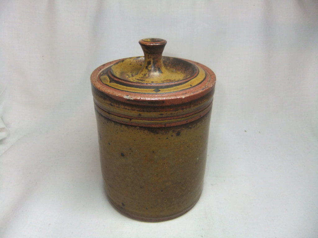 Unmarked Lidded Pot/Jar - In the style of? Dscf0319