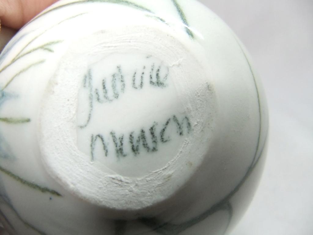 Signed jug - Justine Munson Dscf2511