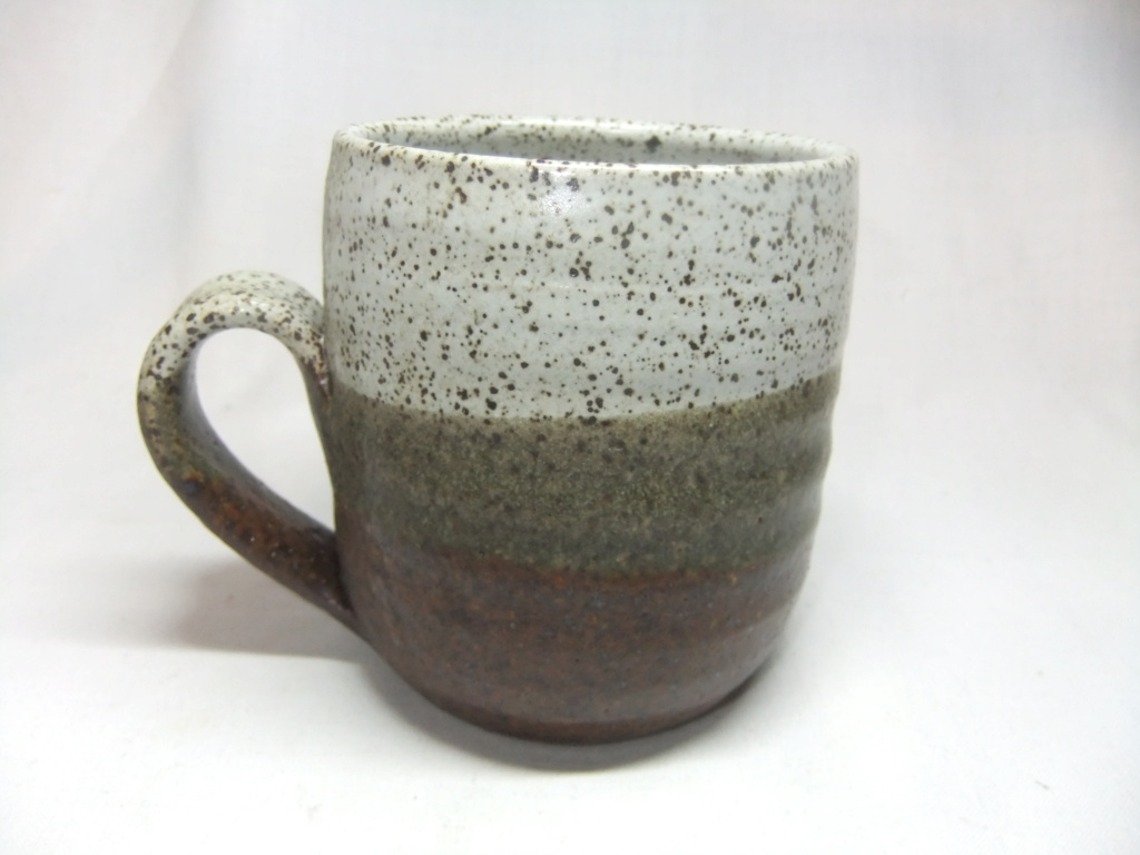 Pottery Mug With Mark Which looks Like Isle Of Man Flag? Maker? Dscf6610