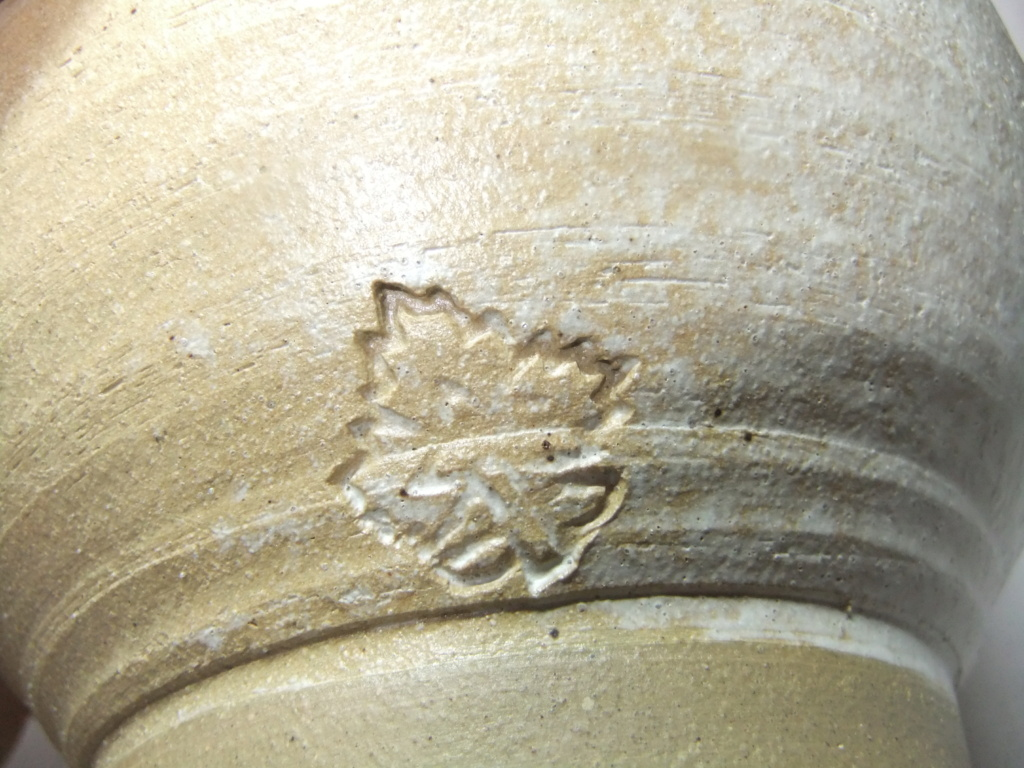 K 1995? Maple Leaf Mark? Lidded Pot - Maker? Dscf6911
