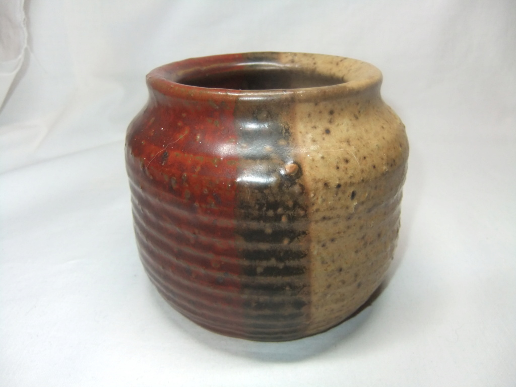 Anyone Able to read the maker of this pot? - Walworth?  Dscf8621