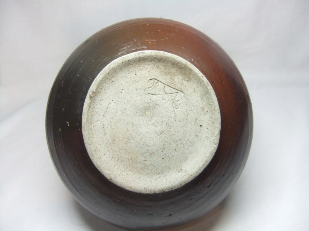 Anyone recognize the mark on this Vase? HP mark Yunk or Yurk? Dscf9712