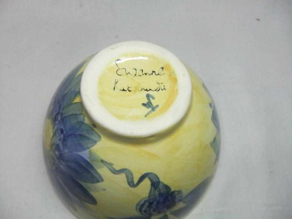 signed floral bowl - Suzanne Katkhuda Dscf9850