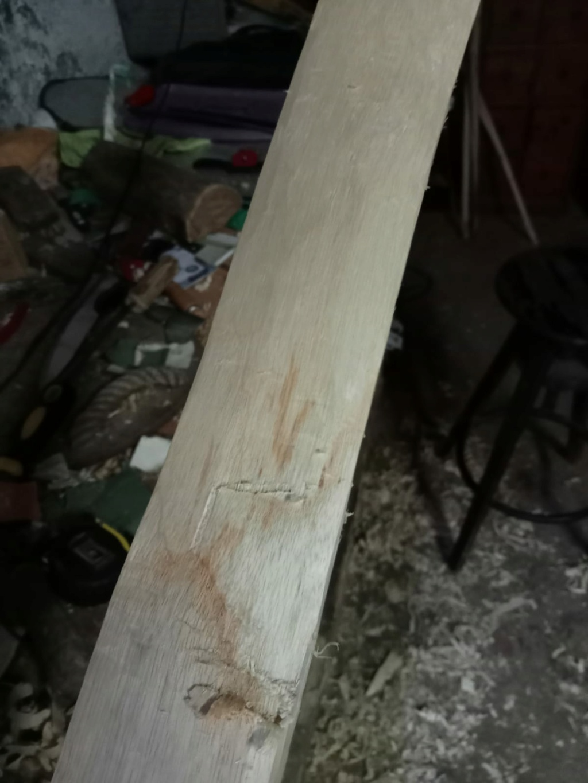 Mancha en madera de fresno 49815810