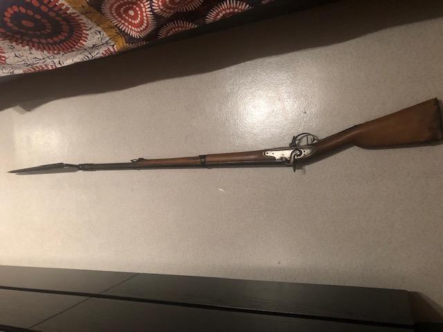 Fusil à poudre noire avec baïonnette Img_6810