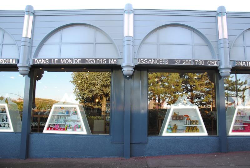 Boutiques de l'entrée principale : Comptoir de la Vienne, Spatium Bazaar, H2O, Boutique Futuroscope Dsc_0616