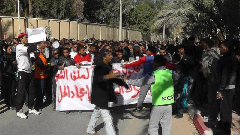 Marche des chômeurs à Ouargla, en direction de Hassi Messaoud Marche10