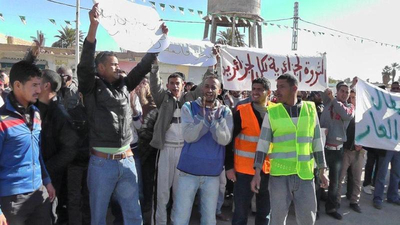 Marche des chômeurs à Ouargla, en direction de Hassi Messaoud Marche11