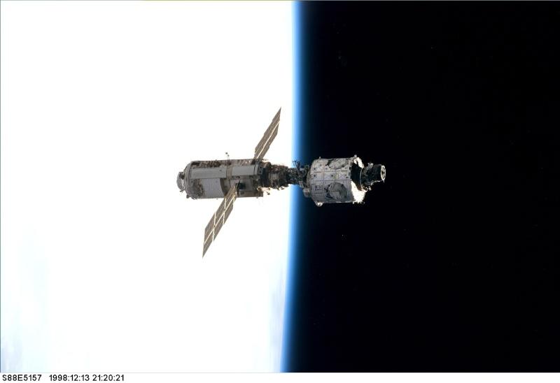1998 / 1er amarrage Navette à l'ISS / STS-88 Sts-0810