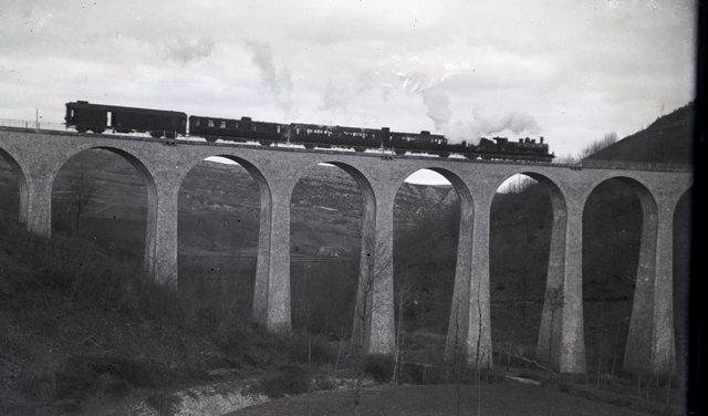 Pk 141,4 (091.5) : Viaduc de Vernajoul (09) Rame_c10