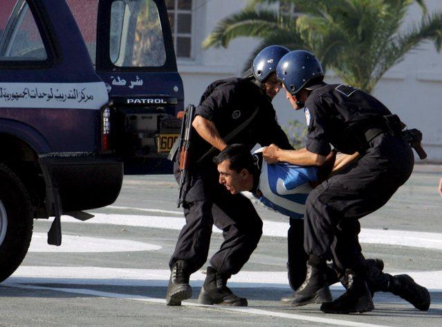 صور الشرطة الجزائرية............... 18410
