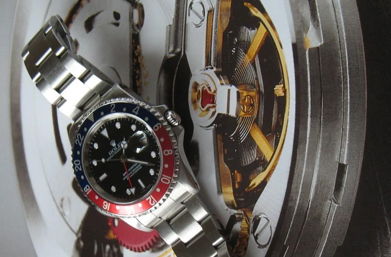 Je porte aussi une montre lorsqu'il n'est pas Vendredi !!! Gmt0110