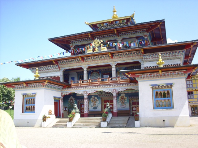 un temple bouddhiste ! Img_0812