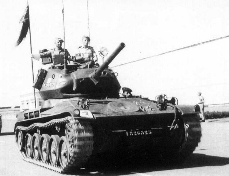 AMX 13 tourelle Chaffee (Takom 1/35°) terminé 15071410