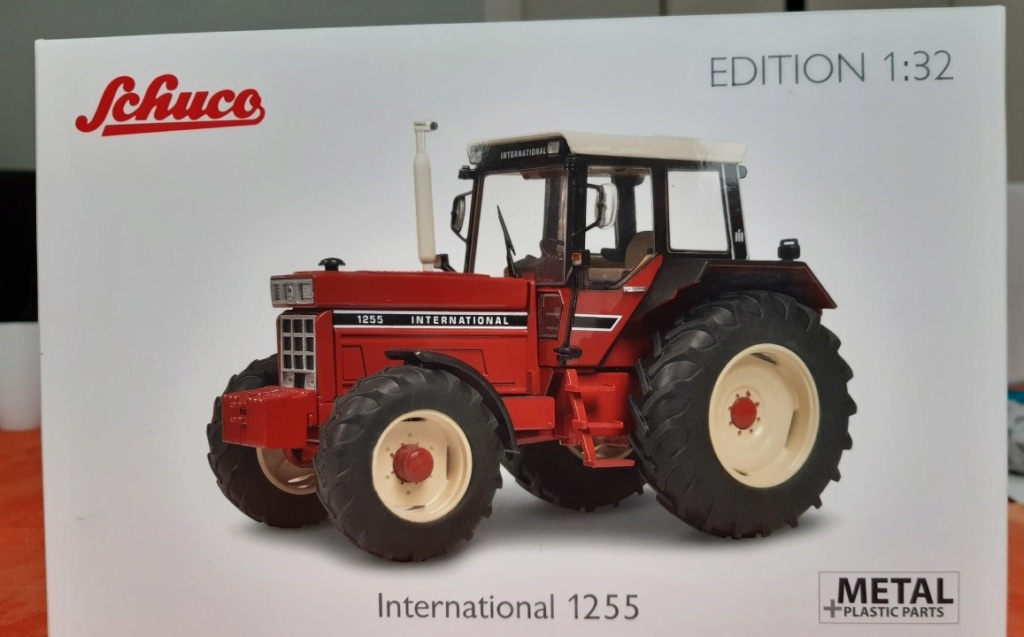 Tracteur International 1255 au 1/32° Marque Schuco ( terminé ) 153