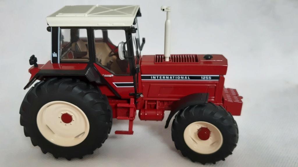 Tracteur International 1255 au 1/32° Marque Schuco ( terminé ) 239