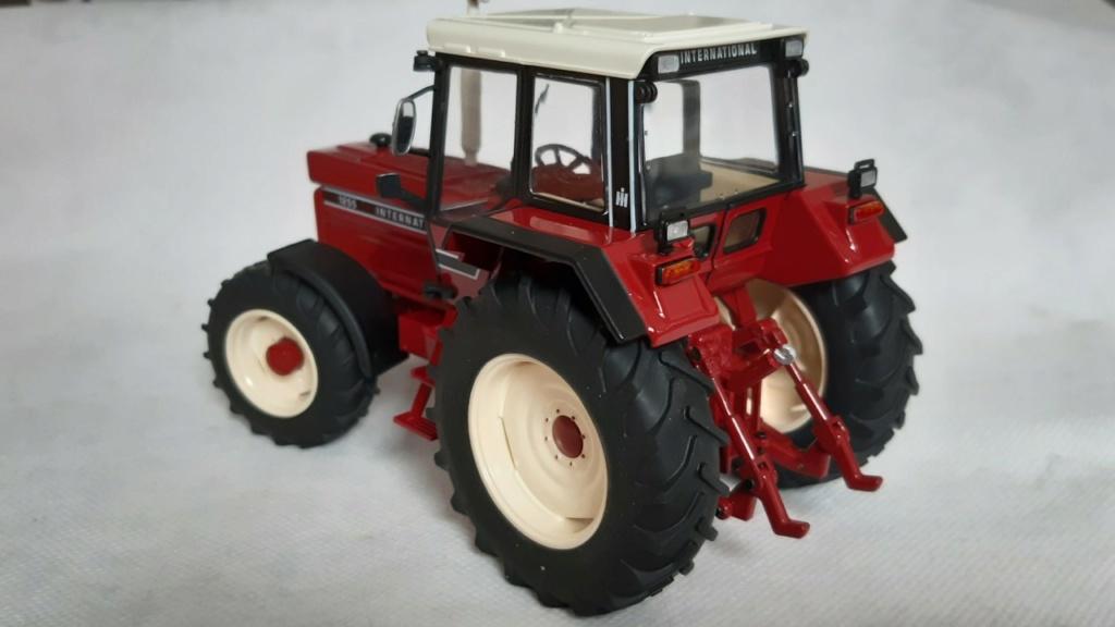 Tracteur International 1255 au 1/32° Marque Schuco ( terminé ) 333