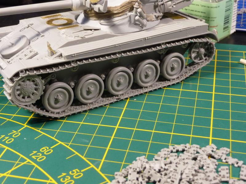 AMX 13 tourelle Chaffee (Takom 1/35°) terminé A14