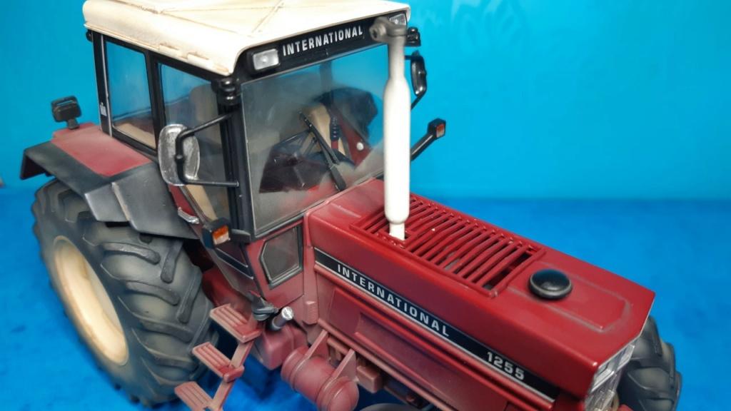 Tracteur International 1255 au 1/32° Marque Schuco ( terminé ) B16