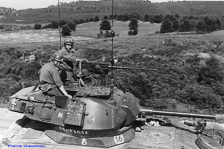 AMX 13 tourelle Chaffee (Takom 1/35°) terminé - Page 2 Bretag10