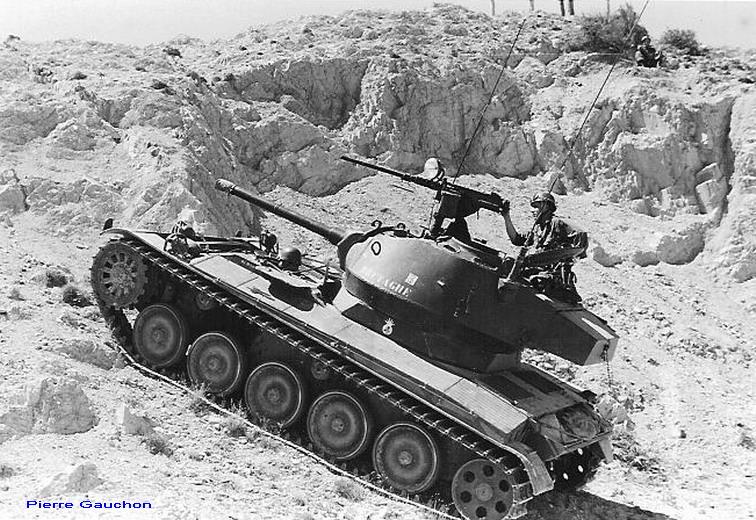 AMX 13 tourelle Chaffee (Takom 1/35°) terminé - Page 2 Bretag11
