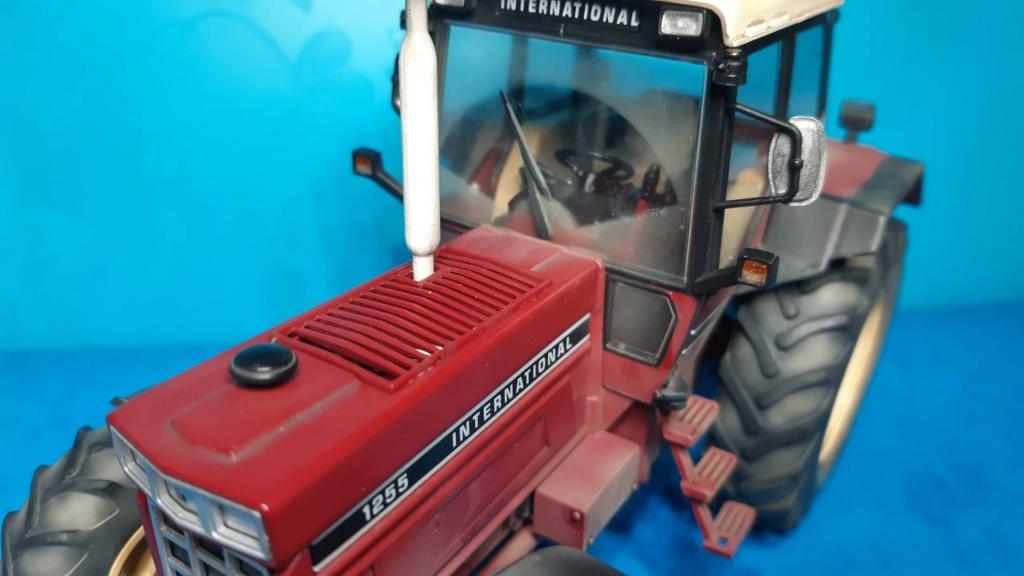Tracteur International 1255 au 1/32° Marque Schuco ( terminé ) C18