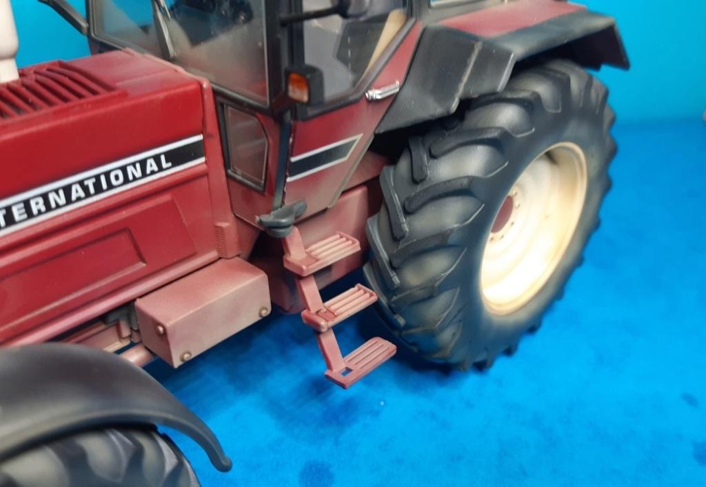 Tracteur International 1255 au 1/32° Marque Schuco ( terminé ) D16