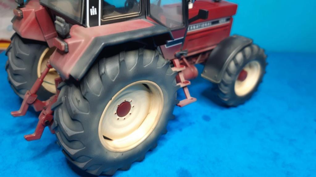 Tracteur International 1255 au 1/32° Marque Schuco ( terminé ) F12